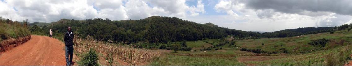 Die weite und fruchtbare Landschaft in den Bergen um Rovitangtar