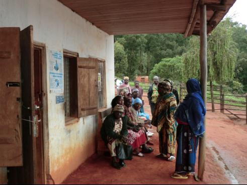 Wartezimmer im Freien in Rovitang